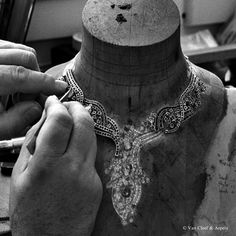 Craftsmanship of the Van Cleef & Arpels Sept Etoiles necklace, Palais de la chance collection.