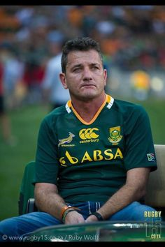 Joost van der Westhuizen - one of the best South African rugby players, suffers from Motor Neuron Disease. The sadness and pain on his face in the pic makes me cry. Such a strong man - Still Being supported by the South African Rugby union and Players South African Rugby Players, South Africa Rugby, Best Rugby Player, Rugby Teams, Rugby Pictures, Pride And Glory, World Cup Champions, Australian Football, Rugby Men