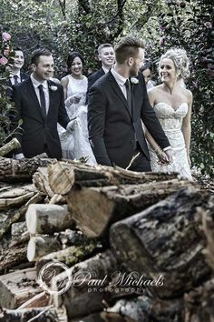 The bridal party in the gardens. Wellington wedding photography http://www.paulmichaels.co.nz/