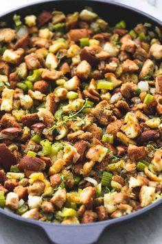 BEST Ever Easy Thanksgiving Stuffing | lecremedelarumb.com