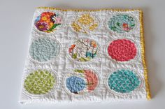 Wow, this is pretty. Circle Quilt.