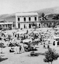 Plaza de Mercado frente a la alcaldía en el Parque Arturo Lluberas, Yauco c1900 | Puerto Rico