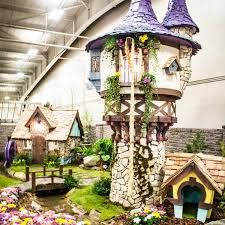 This Rapunzel-themed playhouse is one of the first really fancy ones Leavitt made. It even comes with a blonde braid. Castle Playhouse, Outside Playhouse, Backyard Playhouse, Build A Playhouse, Kids Playhouse Plans, Luxury Playhouses, Incredible Kids, Play Houses, Tree Houses