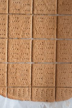 Gluten Free Graham Crackers with just brown rice flour and cornstarch! conversions: C brown rice flour; Dessert Sans Gluten, Gluten Free Sweets, Gluten Free Cooking, Dairy Free Recipes, Vegan Gluten Free, Gf Recipes, Rice Flour Recipes, Chicken Recipes, Easy Recipes