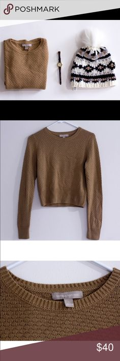 Banana Republic Merino Wool Blend Small Sweater Like New, only wore once Banana Republic Sweater. Size S 40% Viscose 35% Nylon and 25% Merino Wool. Very comfy and soft. Sweater hits at the hip. Retail price $78 Banana Republic Sweaters Crew & Scoop Necks
