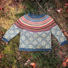 Image may contain: outdoor Knitting For Kids, Knitting Projects, Knitting Patterns, Crafty Fox, Knit Fashion, Knit Crochet, Textiles, Knits, Clothes