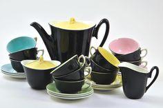 Tea Set Villeroy et Boch 1960 - More at www.heurebleueantiques.com