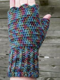 Gigi's Fingerless Mitts: #free #crochet #pattern