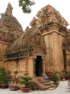 The towers of Po Nagar temple, Nha Trang / Vietnam (by h_haenen)