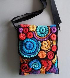 Ik ben me er van bewust dat ik heel lange tijd niets van me heb laten horen en l… I am aware that I have not heard and shown anything for a long time. Freeform Crochet, Irish Crochet, Crochet Lace, Handmade Handbags, Handmade Bags, Crochet Designs, Crochet Patterns, Boho Bags, Crochet Handbags