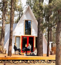 Kind Cabineer A-frame cabin in Big Bear CA – Book of Cabins Tiny House Movement // Tiny Living // A Frame Cabin // Cabin in the Woods // A Frame Cabin, A Frame House, Lake Cabins, Cabins And Cottages, Tiny House Cabin, Cabin Homes, Tiny Houses, Texas Hill Country, Log Homes