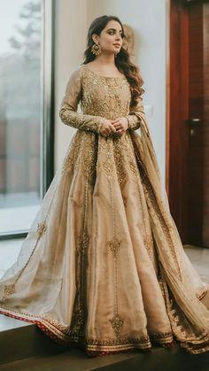 Pakistani Fancy Dresses, Pakistani Fashion Party Wear, Pakistani Wedding Outfits, Indian Bridal Outfits, Pakistani Wedding Dresses, Pakistani Gowns, Nikkah Dress, Pakistani Models, Anarkali Dress