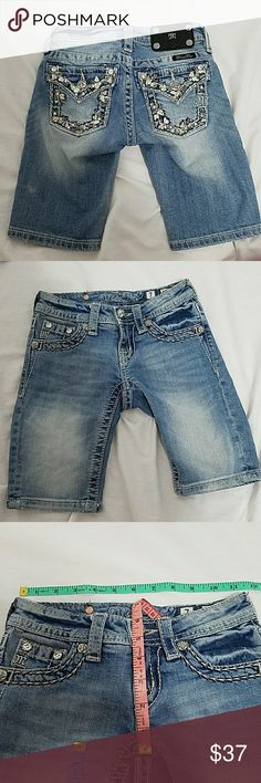 Miss Me Bermuda shorts size 7 Miss me size 7 in girls Bermuda shorts. If you have any questions please don't hesitate to ask I'll be happy to answer. (N-08) Miss Me Bottoms Shorts