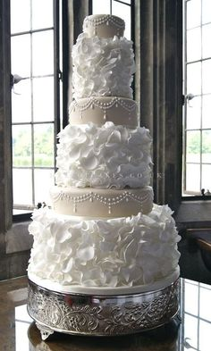 unique wedding cakes ~ http://womenboard.net/different-wedding-anniversary-cakes/ <3
