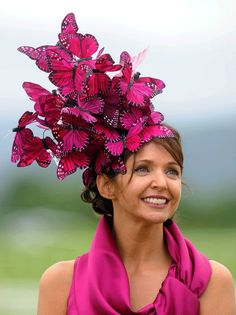 HHHAAAAAAHAHAHAHAAHAHA. A 'hat' worn at the 2010 Killarney races. The ridiculous hat tradition at races must have started to scare the horses to the finish line. ;)