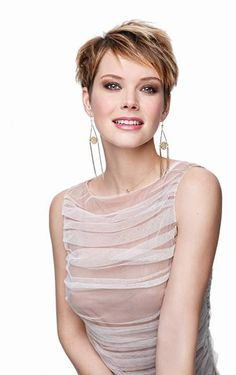 17 Best images about Andrea Osvárt Disaster Movie, Aimee Teegarden, 35th Birthday, Naomi Watts, Amazing Pics, Wedding Night, Birthday Photos, Selena Gomez, Cool Girl