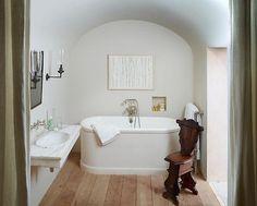 Une salle de bain design   #design, #décoration, #maison, #luxe. Plus de nouveautés sur http://www.bocadolobo.com/en/news/