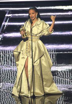 Rihanna Photos Photos - Rihanna accepts the Video Vanguard award onstage during…