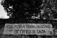 Acción Poética Asturias. Versos de un poema de Soraya Calvo. Pintada en Playa de…