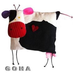 łaCiaTa (proj. GOHA), do kupienia w DecoBazaar.com Sewing Toys, Sewing Crafts, Sewing Projects, Fabric Toys, Fabric Crafts, Pillow Pals, Fabric Animals, Monster Dolls, Sewing Pillows