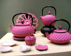 pink Japanese teapots...tradition with a twist..