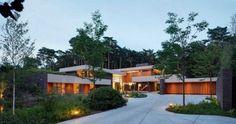 casa moderna de una planta y media
