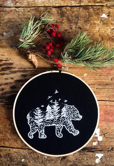 Bear embroidery / Embroidery hoop / Needlepoint / Nature