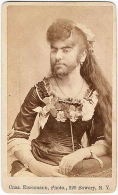 IMAGEN PARA MARCO  Between 1870 and 1890, bearded girls, dog-faced boys, giants, midgets, fat ladies, lobster-clawed men, and other human oddities sat for photographer Charles Eisenmann.
