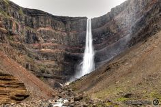 The red lines between the rock layers at Hengifoss are one of a kind.