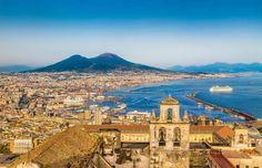 Nápoles (Itália) - Esqueça o estigma de que Nápoles é a terra dos mafiosos. A vibrante cidade italia... - Shutterstock