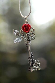 Key Jewelry, Cute Jewelry, Jewelery, Jewelry Accessories, Skull Jewelry, Jewelry Making, Key Necklace, Pendant Necklace, Necklaces