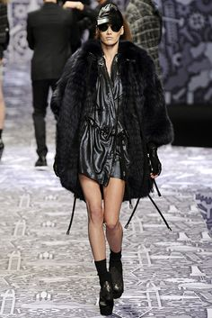 Viktor & Rolf | Fall 2010 Ready-to-Wear Collection | Style.com