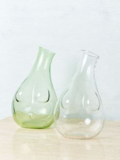 New hand-blown glass torso's by Anna Karlin. For water, wine, or anything else you fancy. Available in 2 colors. H x W Holds approx. L --NOTES-- These new decanters by Anna Karlin are incredibly elegant. They would make the perfect hostess gift. Mid Century Armchair, Power Colors, Velvet Quilt, Pop Bottles, Gift Store, Vintage Yellow, Hand Blown Glass, Hostess Gifts, Decanter