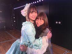 大島涼花: すみれさんAKB劇場での卒業公演、仕事終わりに駆け込んできました…!間に合ってよかったあ😭なんてかわいいんだ、このドレス似合うのすみれさんしかいないと思う、お人形さん😭😭 たくさんお世話になりました、これからもお世話になります、おねぇちゃん❤︎ラストまで頑張ってください! https://twitter.com/oshimaryoka_48/status/941671677661810688