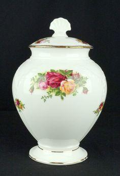 Royal Albert Old Country Roses Victorian Covered Jar VGC Royal Albert, Antique China, China Patterns, Jar Lids, Royal Doulton, Pretty Art, China Porcelain, Colored Glass, Bone China