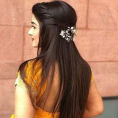 This is specially written for all the would-be brides who are confused about how to rock Indian beautiful bridal hairstyles for short, medium and long hair. Open Hairstyles, Wedding Hairstyles For Long Hair, Bride Hairstyles, Hair Extension Hairstyles, Hairstyle Ideas, Straight Hairstyles For Long Hair, Hairstyles For Weddings, School Hairstyles, Updo Hairstyle