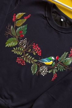 Hand painted Blue Tit Sweatshirt with Berries' wreaths for women. Fabric Painting On Clothes, Fabric Paint Shirt, Paint Shirts, Dress Painting, T Shirt Painting, Painted Clothes, Fabric Art, Saree Painting Designs, Fabric Paint Designs