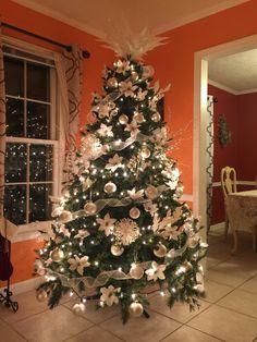 Elegant Christmas Trees, Christmas Tree Inspiration, Christmas Tree Design, Gold Christmas Tree, Colorful Christmas Tree, Christmas Tree Themes, Rustic Christmas, Xmas Tree, Christmas Tree Decorations
