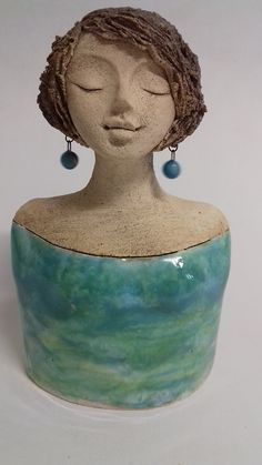 Terrific Pic Sculpture Clay bust Ideas There are plenty of kinds of clay surfaces used in figurine, many diverse concerning coping with as well as f Hand Built Pottery, Slab Pottery, Ceramic Pottery, Pottery Art, Ceramic Art, Pottery Sculpture, Sculpture Clay, Sculptures, Clay Art Projects