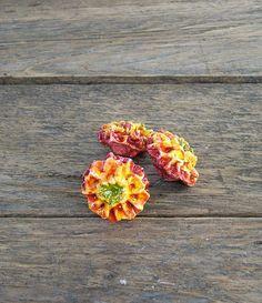 Őszi dekorációk díszítéséhez 3 db-os kerámia virág.