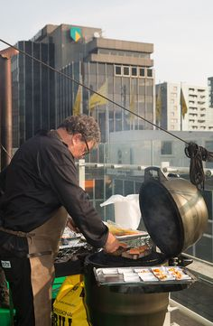 A summery festival on the Roof of our store in Rotterdam #RooftopFestival #deBijenkorf #SummerVibes #GreenEgg #BBQ