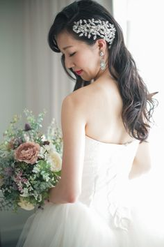 Photography: fotogénica #hairaccessory #headpiece #ヘッドピース #ヘアピース #ヘアアクセサリー #マリアエレナ Party Hairstyles, Wedding Hairstyles, Wedding Photoshoot, Cute Jewelry, Bridal Hair, One Shoulder Wedding Dress, Hair Accessories, Glamour, Bride