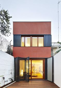 Vertical Patio House / Estudi NAO