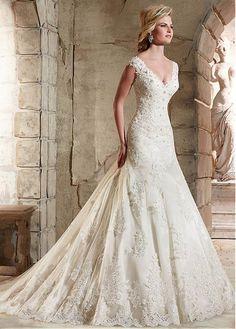Buy discount Elegant Tulle V-neck Neckline A-line Wedding Dress With Lace Appliques at Dressilyme.com