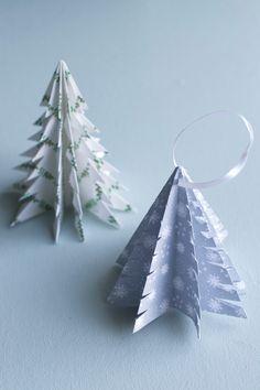 Roliga sätt att göra julpynt av papper (origami) i form av hjärtan, snöflingor, stjärnor, granar och rosetter. Allt mönstrat papper på bilderna kan skrivas ut gratis.