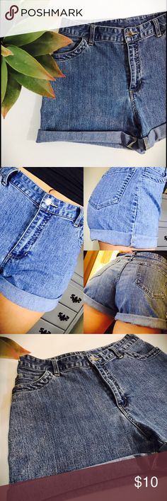 Vintage High Waisted Shorts Vintage high waisted shorts. No size tag but I'm a SZ 4 and these were a little big on me. So I'd say these would perfectly for a size 5/6. These come right below the belly button and can be worn as booty or long shorts. Would be so cute with a tucked in tank! Xoxo vintage Shorts Jean Shorts