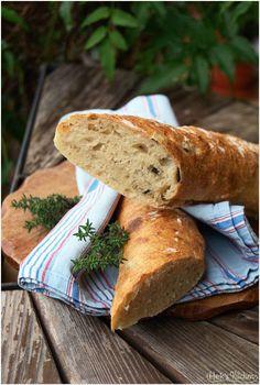 In letzter Zeit bin ich mal wieder in Brot-back-Stimmung. Seit dem No-Knead-Bread mit Schwammerln und Haselnüssen habe ich das selbe Brot auch noch einmal mit Oliven, einmal mit Kümmel und Kardamom…
