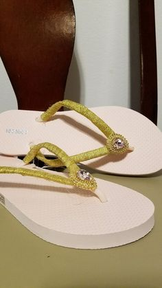 fd5a7ab4f9e1 Flip flop shoes sandals old navy women kids size 8 pink gold  fashion   clothing