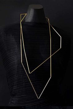 * Articulation sculptural necklace in Fairtrade gold - Ute Decker