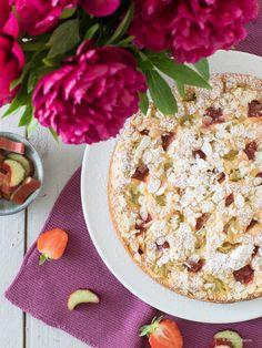 Erdbeerkuchen mit Joghurt und Rhabarber Yogurt, Baking Parchment, Springform Pan, Vanilla Sugar, Foodblogger, Sponge Cake, Freshly Baked, Whipped Cream, Almond